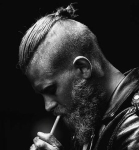 No matter how hardcore everything else might be, the undercut is not sexy on a man, don't fool yourself, shave it off, please.